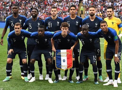 法国4-2克罗地亚夺冠 博格巴+姆巴佩破门